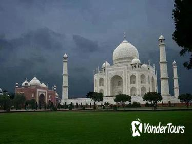1-Day Tour to Taj Mahal and Agra from Bangalore with Return Flight