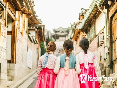 24-Hour Hanbok (Traditional Korean Dress) Rental in Seoul
