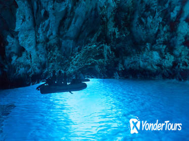6 Islands and Caves Small-Group Tour with Lunch and Wine Tasting