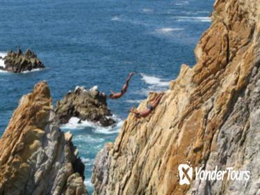 Acapulco Shore Excursion: Cliff Divers at Night