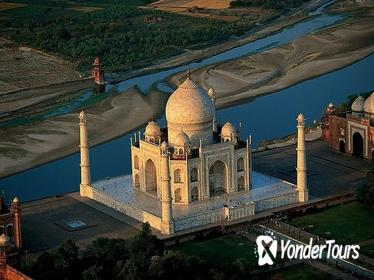 Agra and Taj Mahal Private Day-Tour from Kochi with Return Flight