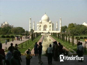 Agra and Taj Mahal Private Day-Trip from Pune Including Return Flight