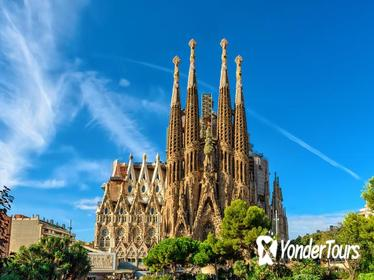 Barcelona Sagrada Familia and Montserrat Small Group Tour with Hotel Pick-Up