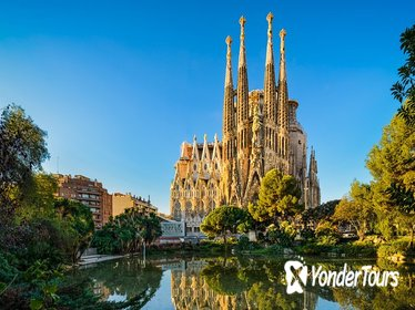 Barcelona Walking Tour & Skip the Line: Sagrada Familia