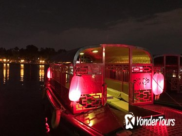 Beijing Hutong Night Tour with Yunnan Style Dinner and Chartered Boat Ride at Houhai Lake