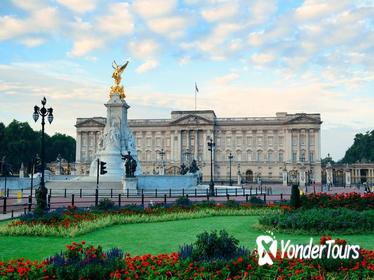 Buckingham Palace Tour Including Changing of the Guard Ceremony and Afternoon Tea