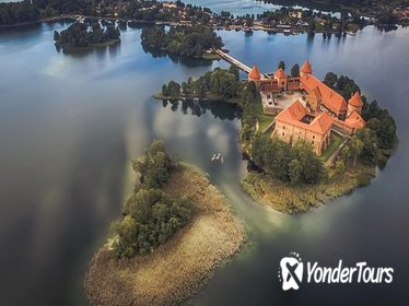 CASTLE ISLAND - Premium guided canoe tour at Trakai Historical Park