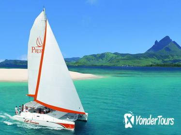 Catamaran Cruise: Isle aux Cerfs, Including BBQ Lunch, in Mauritius