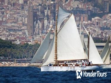 Classic yacht tour in Barcelona, swimming and appetizer in Bon Temps 1926