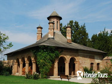 Discover Dracula's Tomb and Mogosoaia Palace - Private Tour from Bucharest