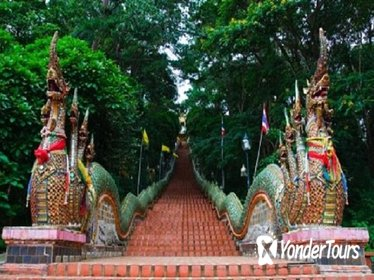 Doi Suthep Temple and Local Crafts Private Tour in Chiang Mai