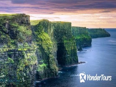 Full-day Cliffs of Moher, Aran Islands, and Wild Atlantic Way Tour from Galway