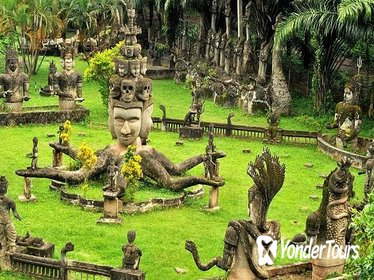 Full-Day Vientiane Sightseeing Tour with Buddha Park Visit