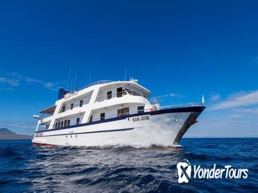 Galapagos Cruise: 4-Day Tour aboard Motor Yacht 'Solaris'
