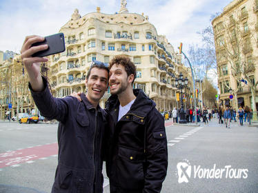Gay-Friendly Private Walking Tour with Sagrada Famlia and Casa BatlloTickets