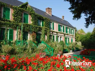 Giverny and Versailles Full-Day Private Guided Tour with Hotel Pickup