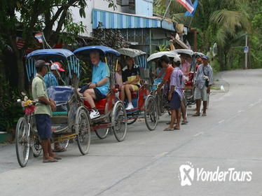 Half-Day Off the Beaten Track Bangkok Tour by Walking and Rickshaw