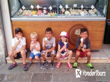 Illuminated Venice Tour for Kids and Families with Gelato and Pizza