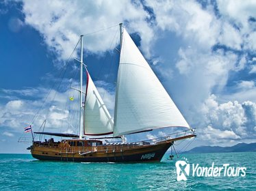 Koh Samui Small-Group Day Cruise with Snorkeling and Lunch