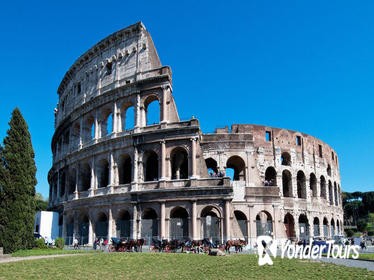 Luxury transfer from Rome to Civitavecchia via Colosseum and Roman Forum tour