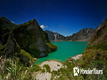 Mt. Pinatubo Crater Day Trip from Manila Including 4x4 Adventure and Hike
