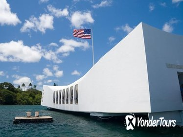 Oahu Day Trip: Pearl Harbor and North Shore Tour from Maui