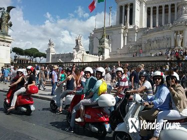 Panoramic Tour of Roma with Vespa and Lunch