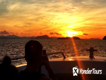 Phi Phi Islands Day Trip at Sunrise with Lunch from Phuket
