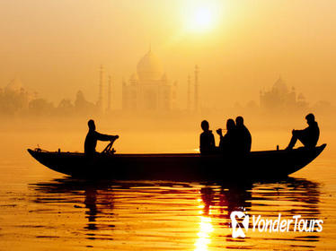 Pickup New Delhi & Transfer to Agra with Sunset Boat Excursion of Tajmahal