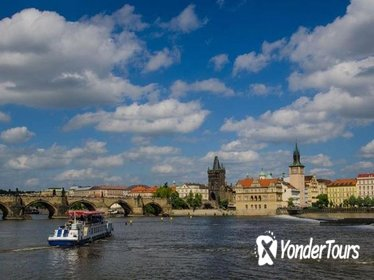 Prague Walking Tour and Buffet Lunch River Cruise