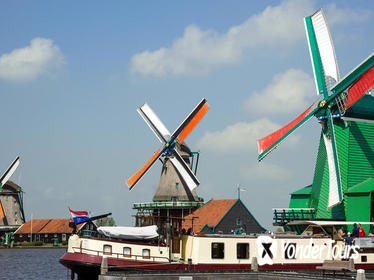 Private Day Trip from Amsterdam to Zaanse Schans Windmills and Volendam