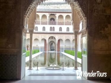 Private Guided Tour with Skip the line Alhambra Ticket