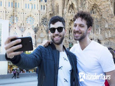 Private Sagrada Familia Gay Tour: Skip the Line Ticket