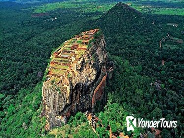 Private Sigiriya Lion Rock and Golden Temple of Dambulla Tour from Colombo