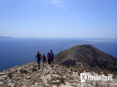 Santorini : Hike to the summit of the island