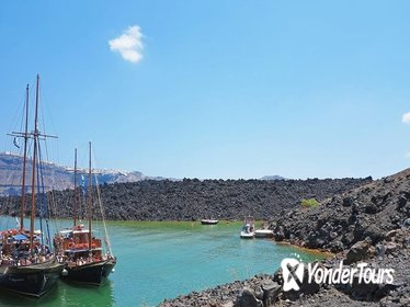 Santorini Volcanic Islands Cruise: Volcano, Hot Springs and Thirassia