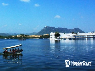 Shared Sunset Boat Experience In Lake Pichola with Udaipur City Palace Museum