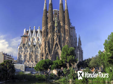 Skip the Line: Barcelona Sagrada Familia Tour with a German-Speaking Guide