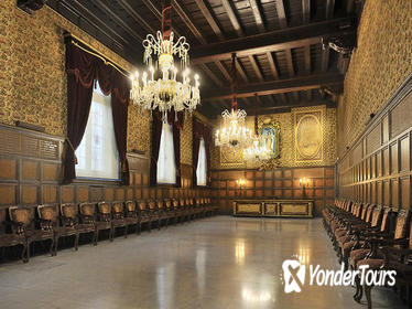 Skip the Line: La Casa de la Seda Guided Tour in Barcelona