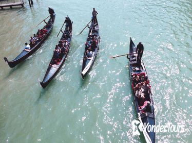 Skip-the-Line 30-Minute Grand Canal Gondola Ride in Venice