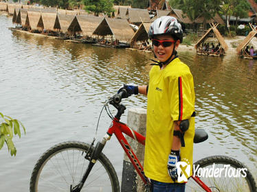 Small-Group Bicycle Ride from Chiang Mai City to Lake Huay Tueng Tao