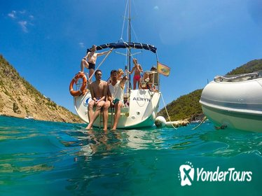 Small-Group Sail Trip from Barcelona Port and Paddle Boarding