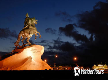 St Petersburg by Night: City Sightseeing Tour
