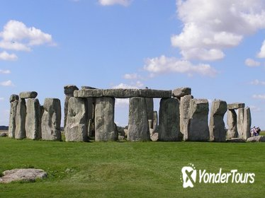 Stonehenge and Bath Day Tour from London with Spanish Speaking Guide