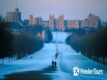 Stratford, Warwick Castle, and Oxford Tour on Christmas Eve from London