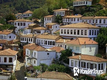Taste of Turkey: Sirince Guided Day Tour from Kusadasi