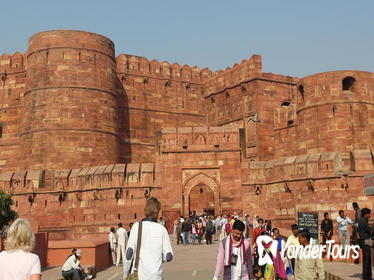 Historical Agra - A Walking Tour through the Former Mughal Capital with Private Transfer