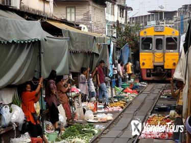 Maeklong Railway Market & Damnoensaduak Floating Market Tour from Bangkok