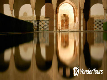 Guided Visit to the Alhambra Experiences by Night in a Reduced Group