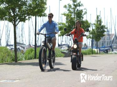 E-chopper or E-bike rental tour - Volendam & Edam route
